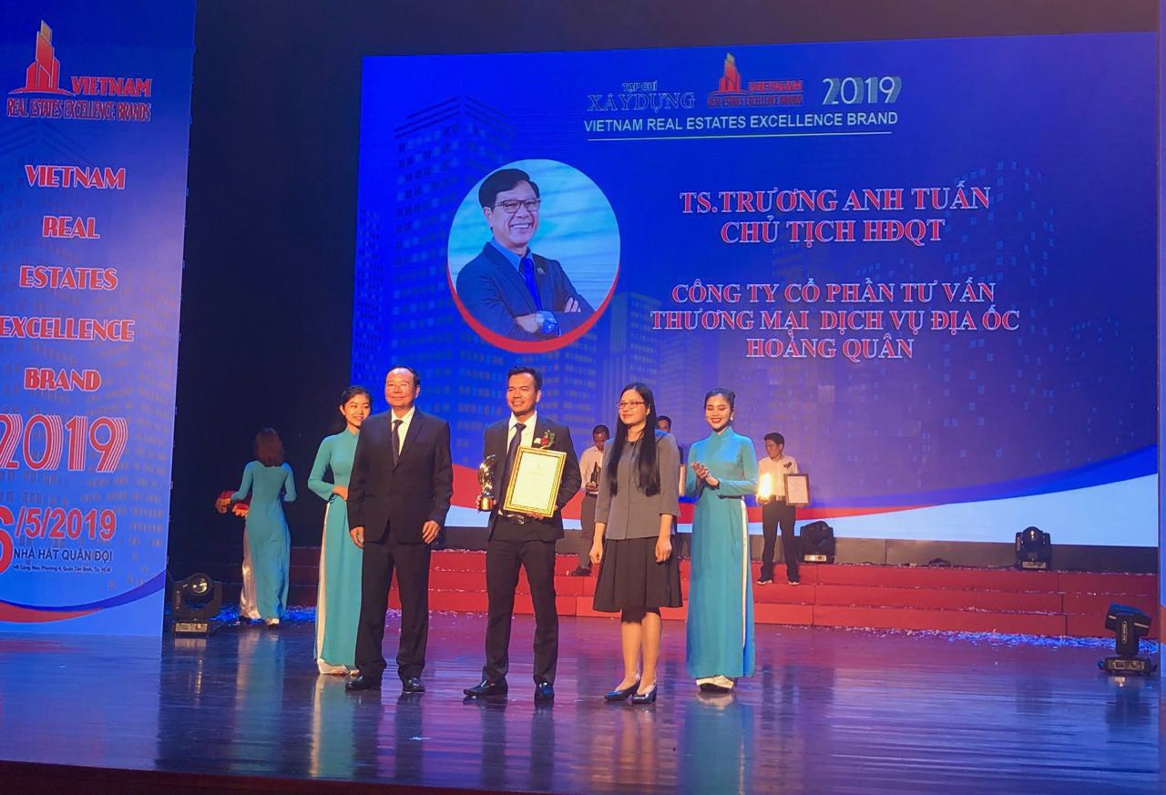 HQC  vinh dự nhận danh hiệu nhà lãnh đạo xuất sắc và top 30 thương hiệu BĐS uy tín năm 2019